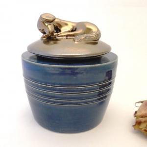keramicka zvieracia urna